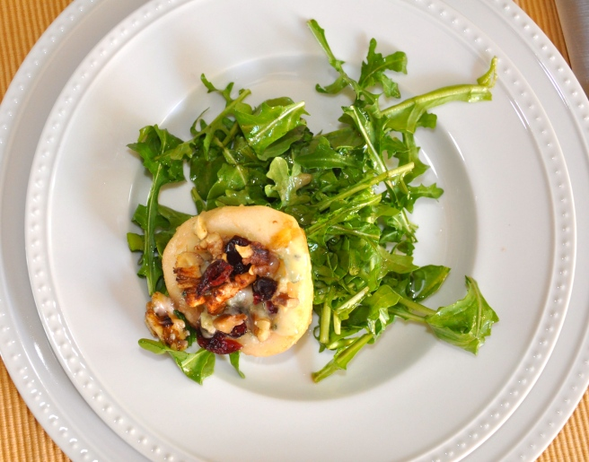Arugula with roasted pears and blue cheese